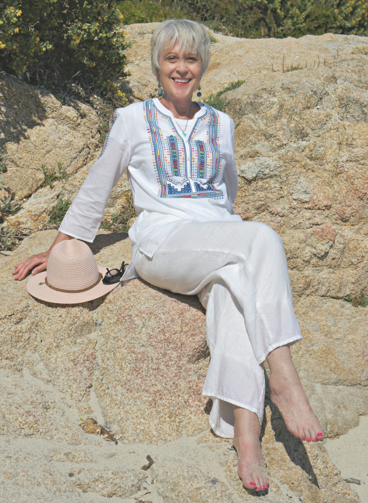 Kaftan, linen trousers and hat
