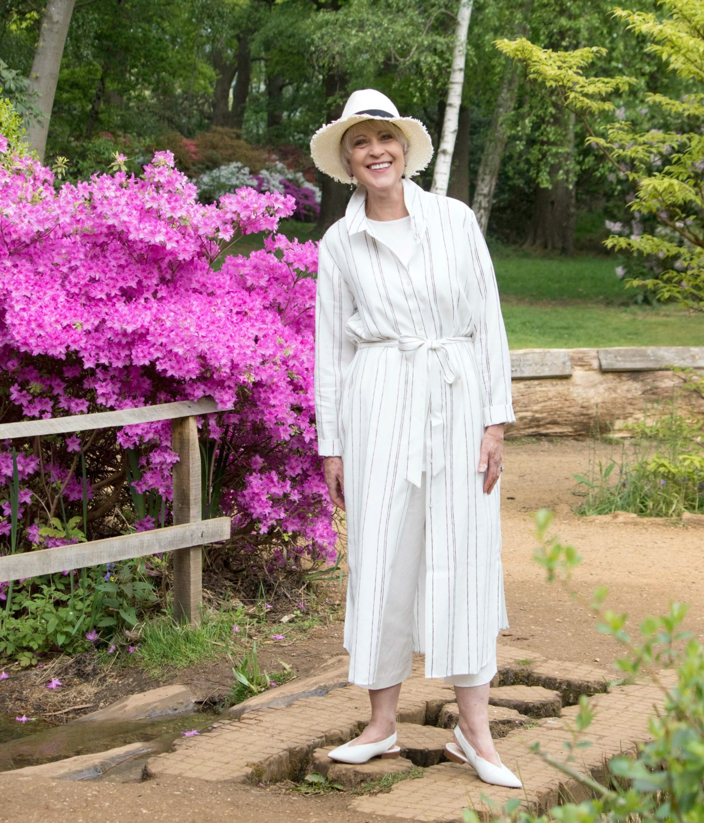 How to wear maxi dress with trousers