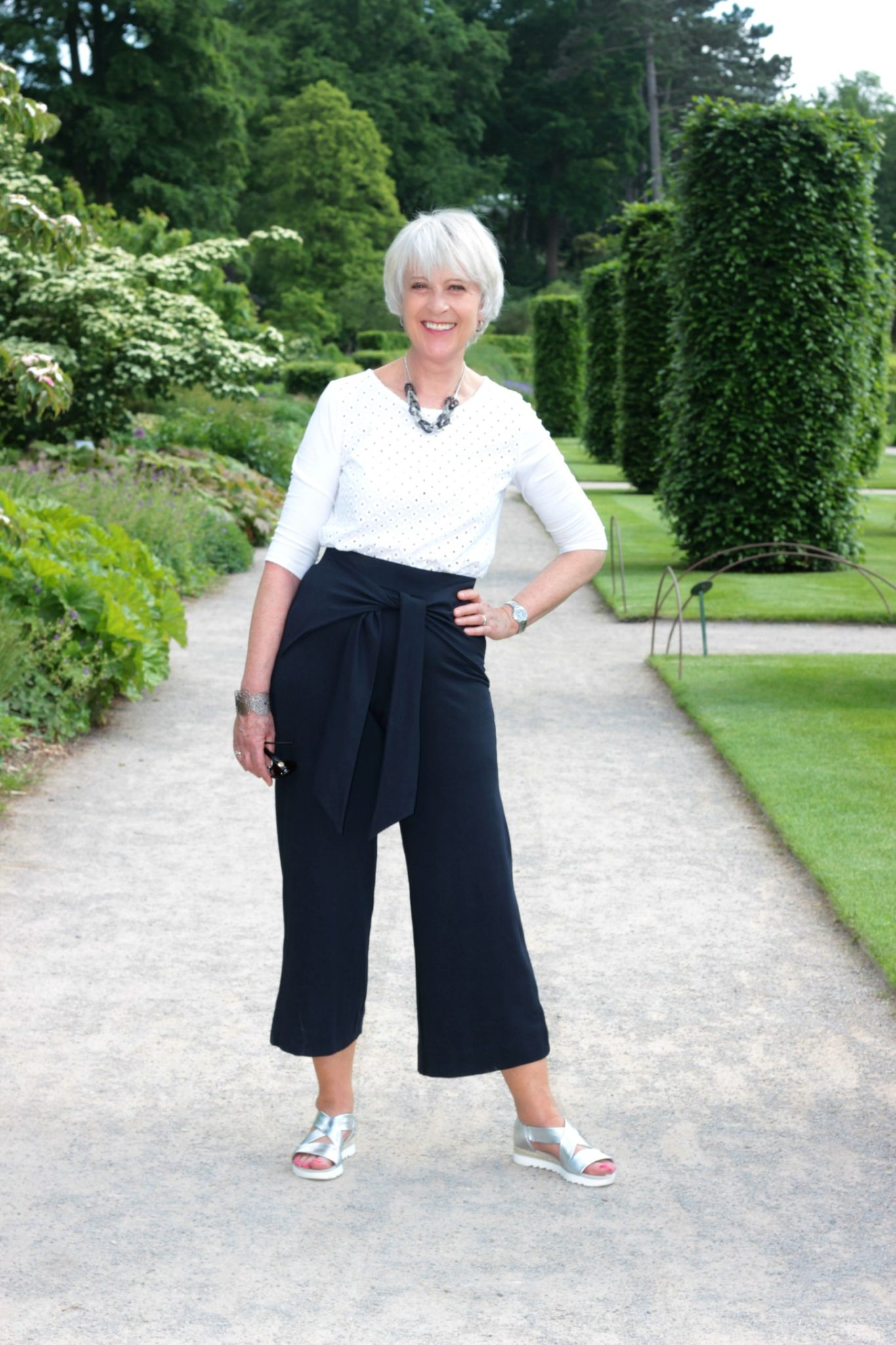 Wide crop leg trousers