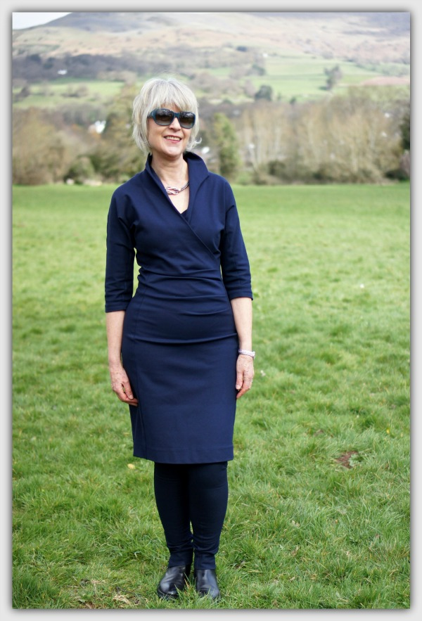 Classic navy dress. Fashion & style for women 40+. Capsule wardrobe for week-end break.
