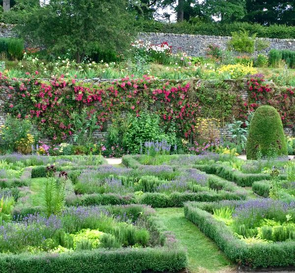 Places to visit in the UK. The Gardens at Haddon Hall