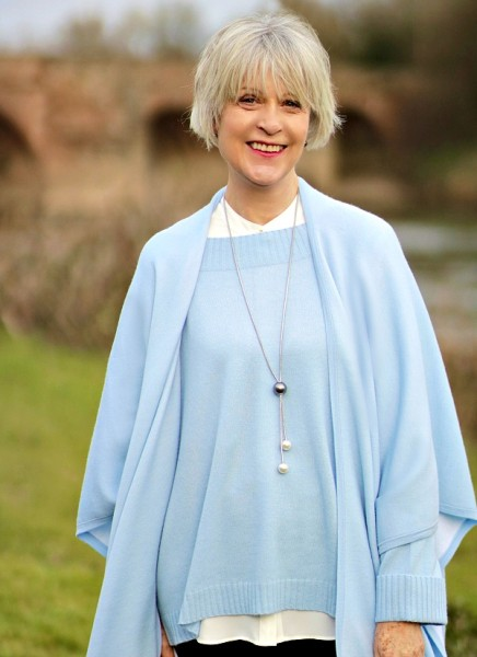 Should older women wear pastel colours? - Chic at any age