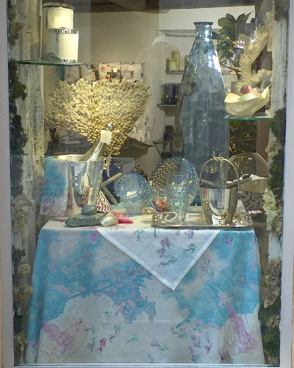 Table decoration in Window St. Tropez