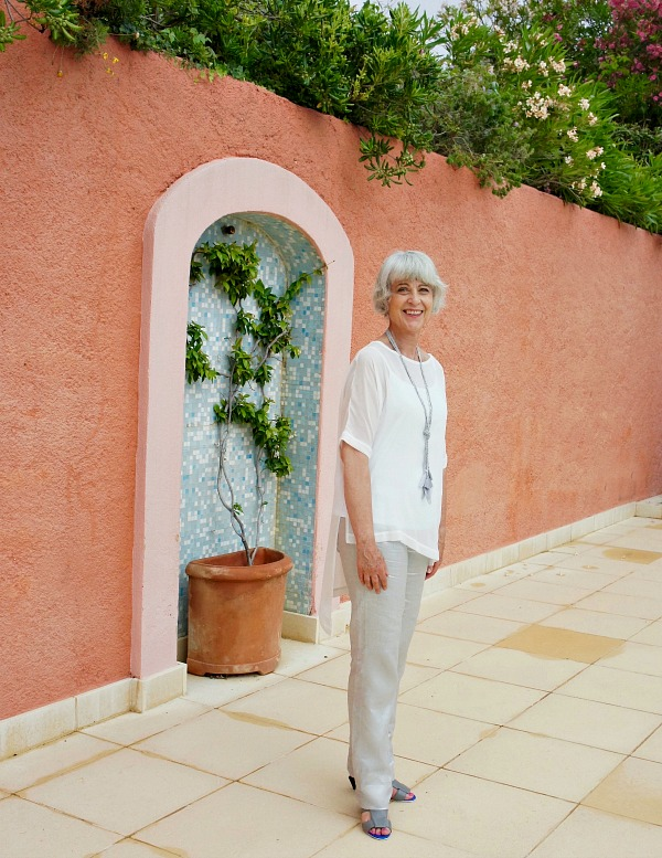 Hope grey linen trousers & cream top at Fons Couvert
