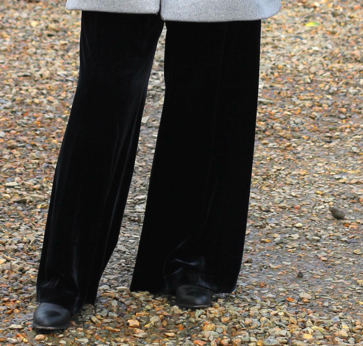 detail-of-velvet-trousers