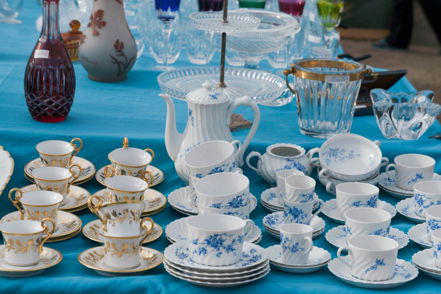 Vintage china in the french market