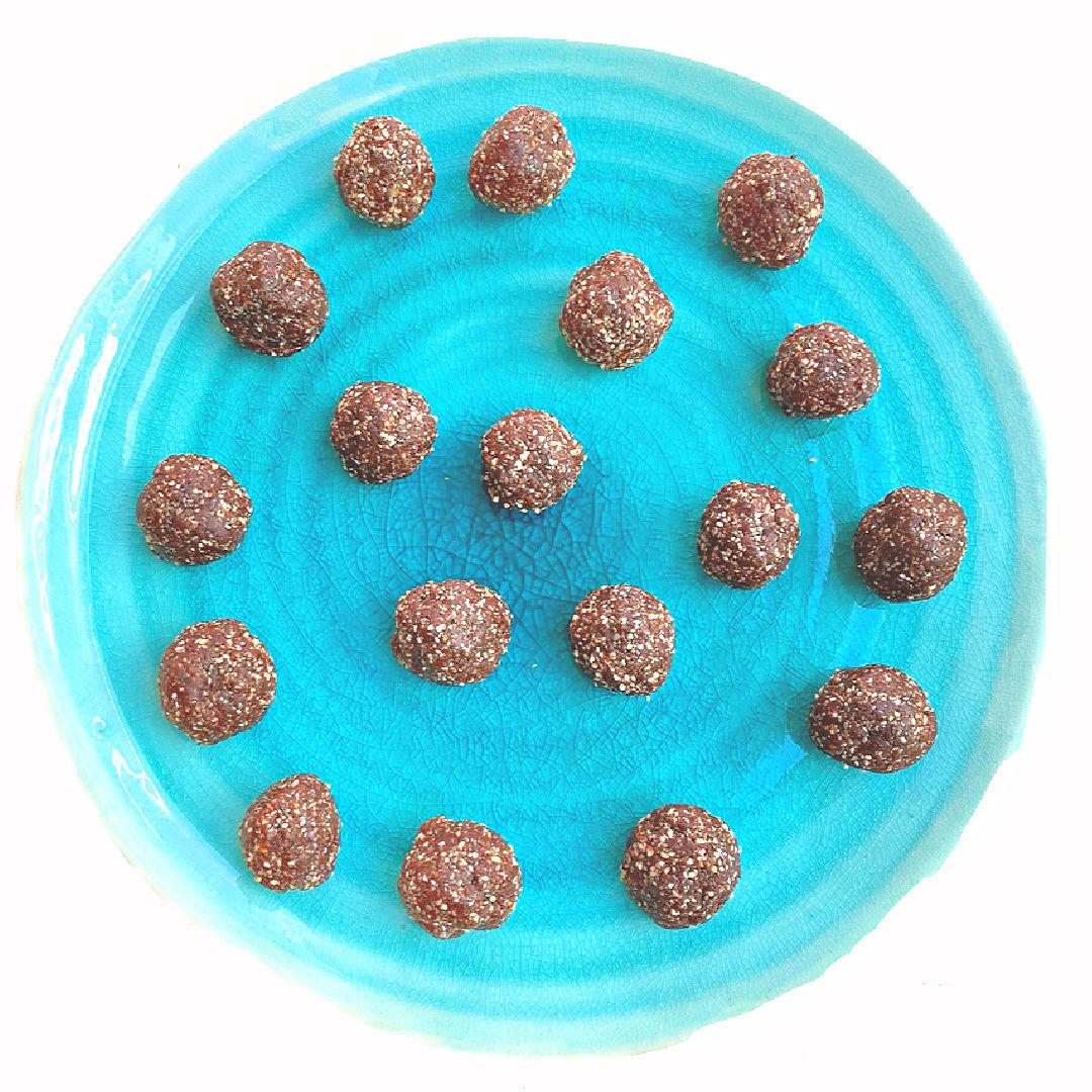 Delicious recipe for chocolate date balls.