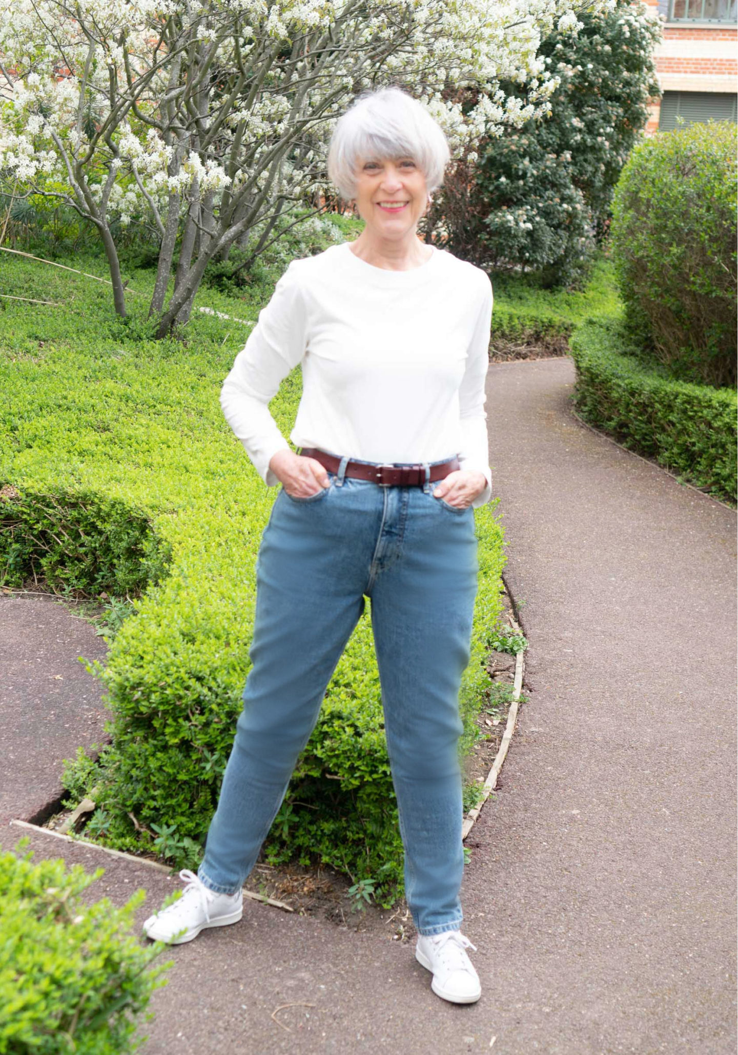 Jeans and tee shirt casual look